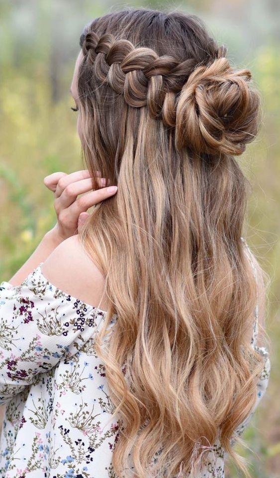 festive γυναικείο χτένισμα σε μακριά μαλλιά με κότσο