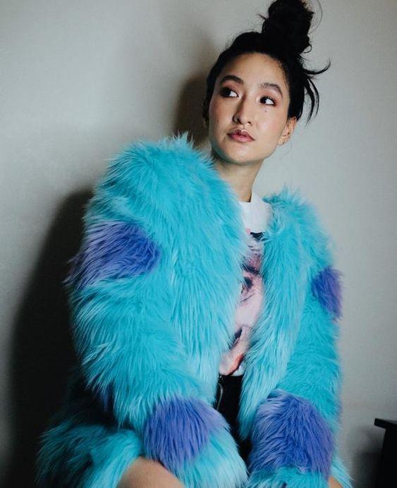 θαλασσί _faux fur_ με μπλε σχέδια_