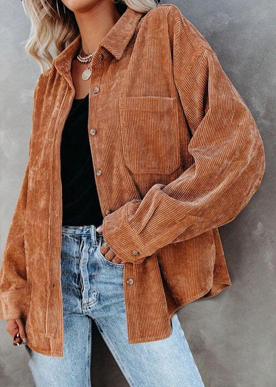 Κοτλέ ρούχα_ κοτλέ jacket_σε_καφέ χρώμα_και jean παντελόνι_
