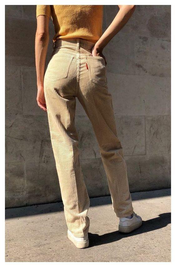 Ιδέες_με κοτλέ_μπεζ παντελόνι_με μουσταρδί_μπλούζα_