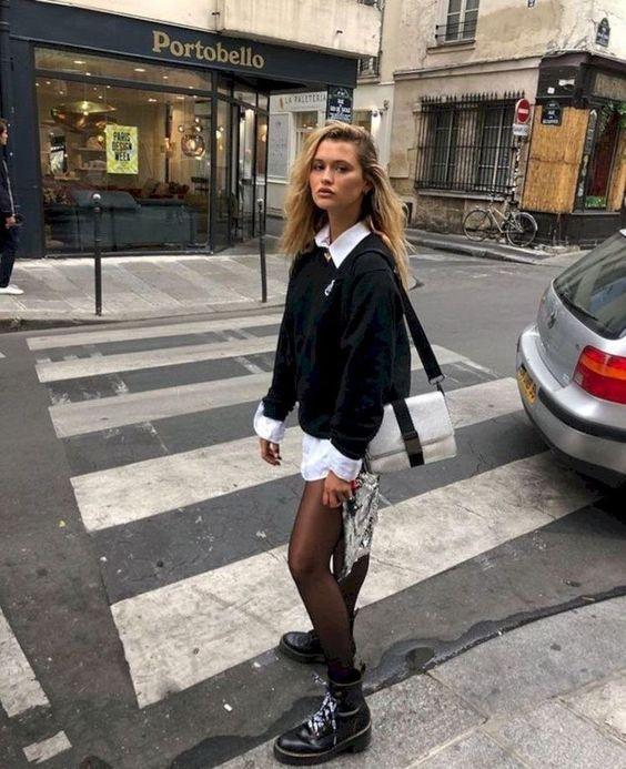 sweater vest outfit_με_λευκό πουκάμισο_και_μαύρη_ζακέτα_