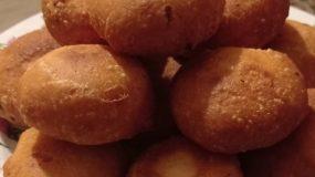 Φουσκωτά τυροπιτάκια στο τηγάνι_
