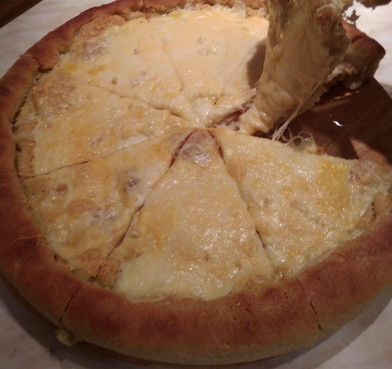 Φουσκωτό σκορδόψωμο με τυρί κόλαση