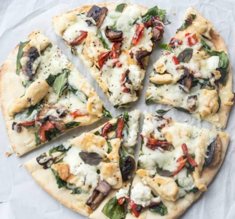 σπιτική πίτσα_με_σπανάκι_και_κοτόπουλο_