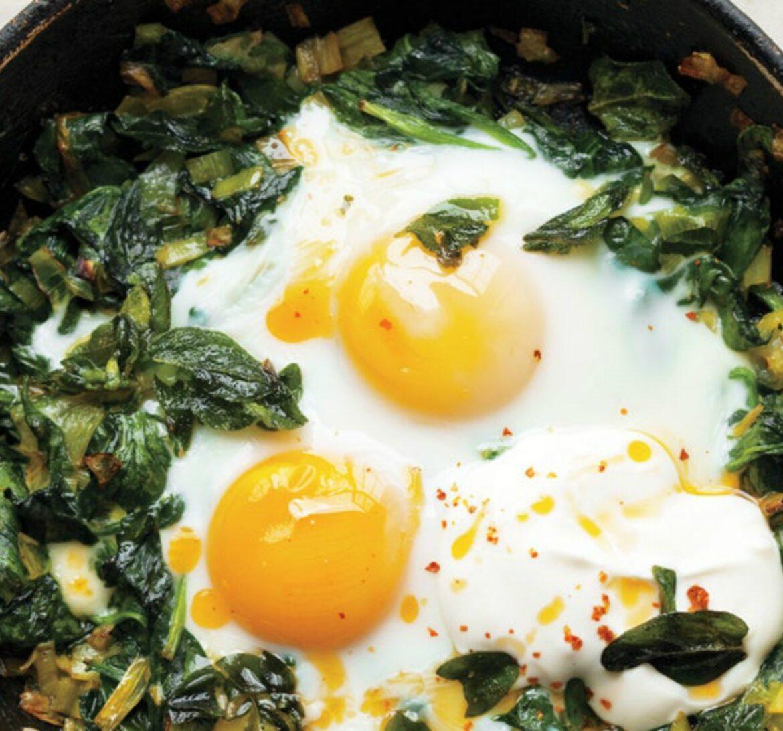 αυγά_με_σπανάκι_και_γιαούρτι_