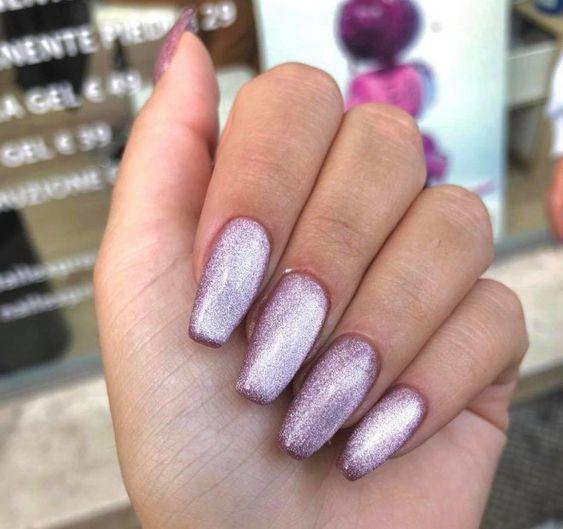 ιδέες_για_velvet_nails_σε_μοβ_χρώμα_