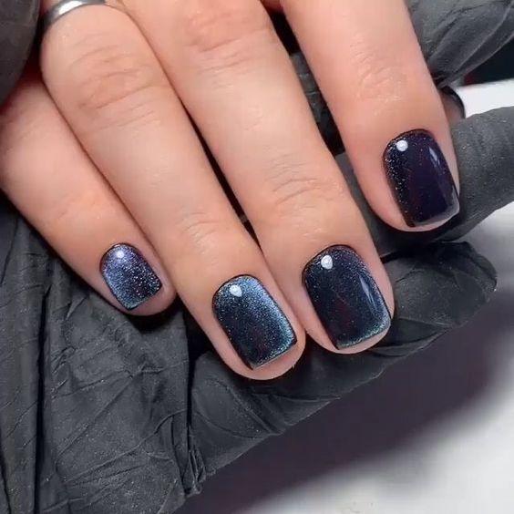ιδέες_για_velvet nails_σε_μπλε_χρώμα_
