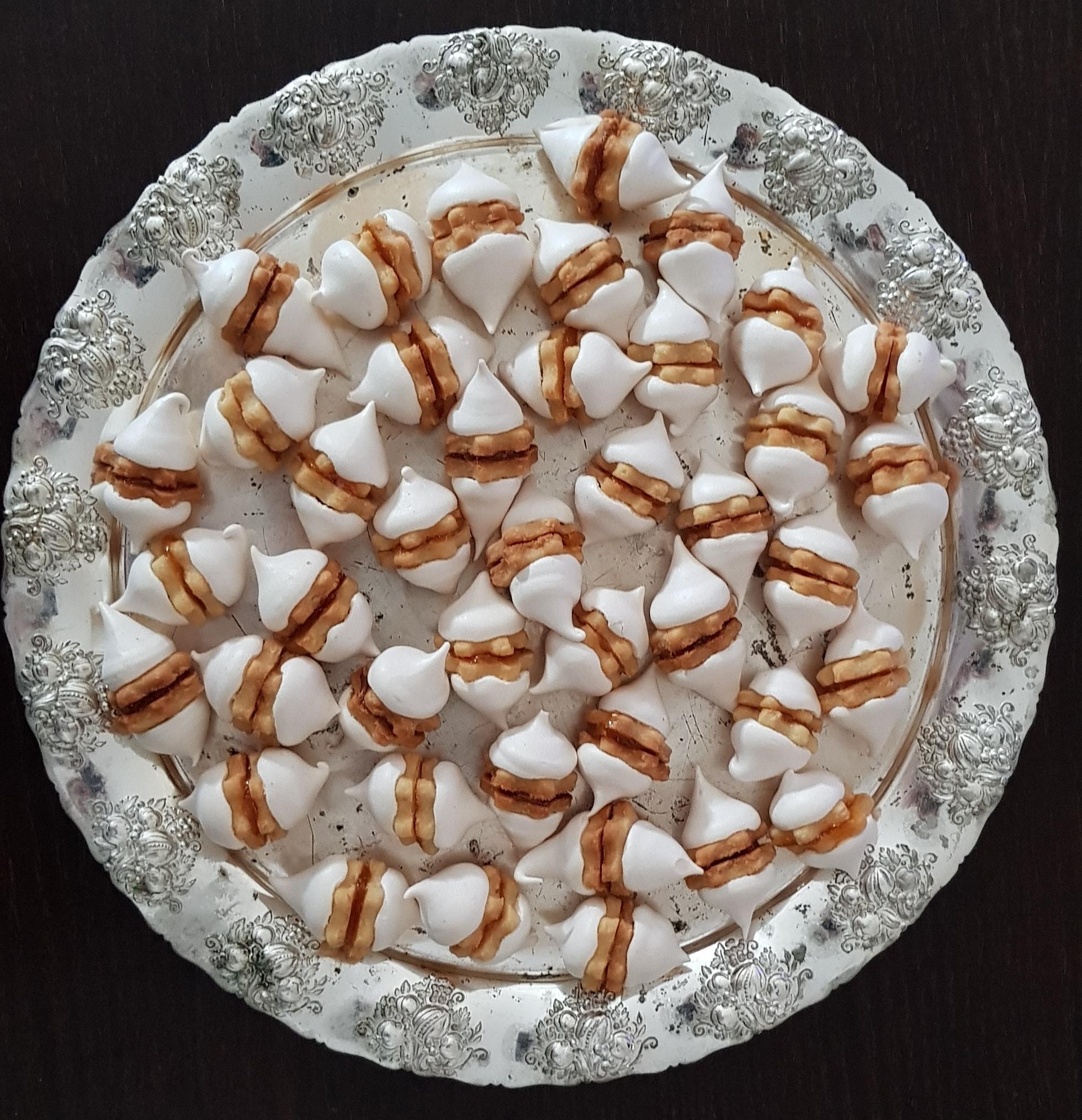 μίνι γεμιστά μπισκότα με μαρμελάδα και μαρέγκα_