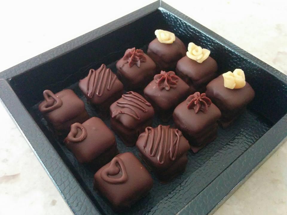 Σοκολατάκια γεμιστά_ με αμυγδαλόπαστα και ζελέ_