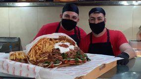 Ψητοπωλείο έφτιαξε πιτόγυρο σε σχήμα ανθοδέσμης για τον  Άγιο Βαλεντίνο