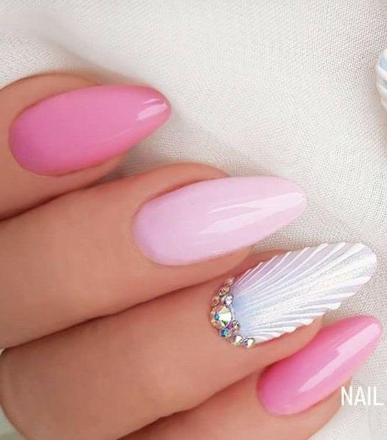 seashell_nails_με_ροζ απαλό_χρώμα_στα_νύχια_και_γκλίτερ_