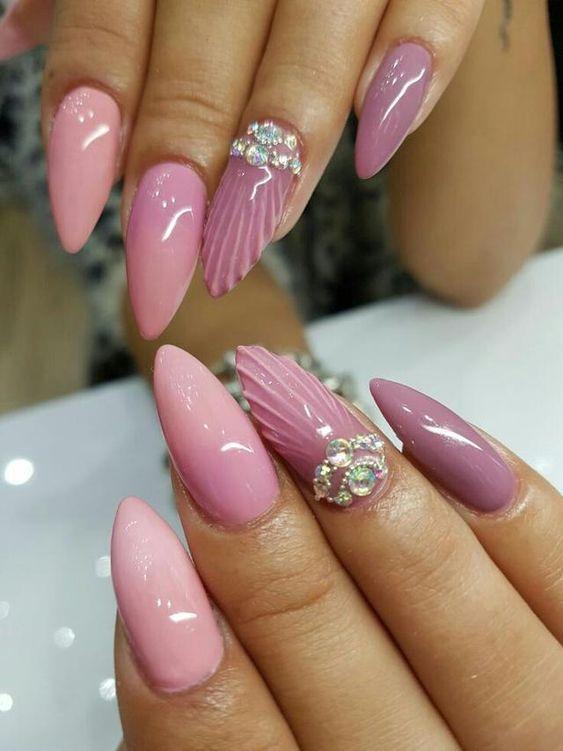 ροζ_και_μοβ_νύχια_με_seashell_σχέδιο_και_γκλίτερ_