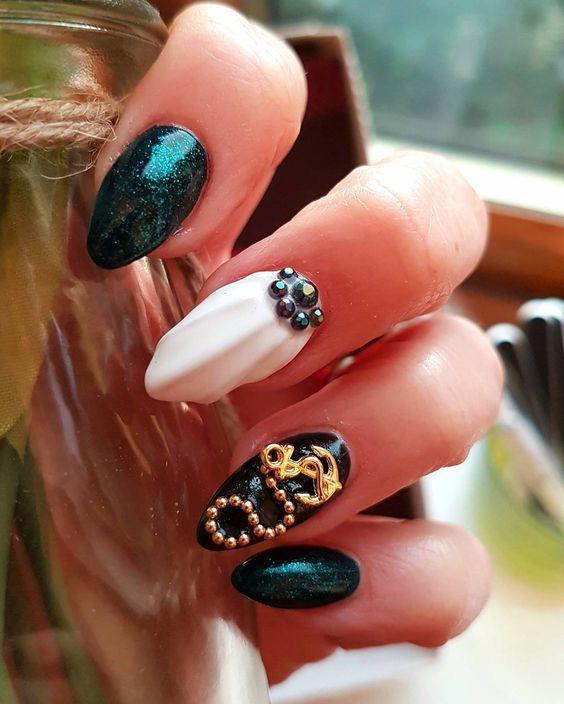 πράσινα_νύχια_με_στρας_σχέδια_και_seashell_σχέδιο_