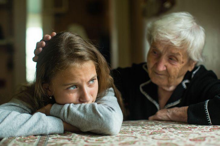 οι_γιαγιάδες_δεν_βοηθούν_το_παιδί_να_ωριμάσει_