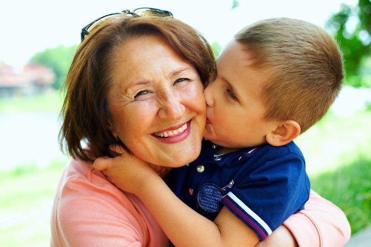 παιδί_και_γιαγιά_