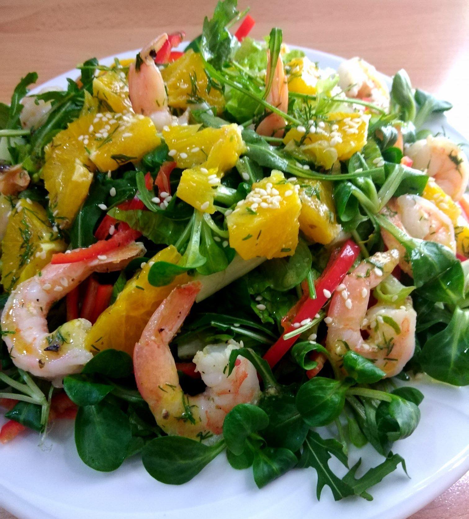 Σαλάτα με γαρίδες και σως πορτοκαλιού
