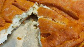 Τυρόπιτα με σπιτικό φύλλο κουρού με 3 υλικά