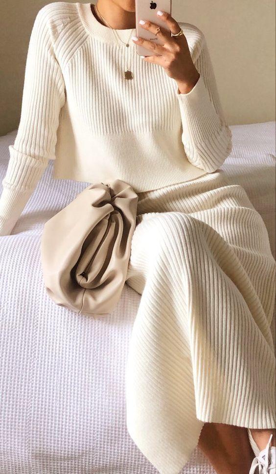 loungewear_γυναικείο outfit_με_πλεκτή_φούστα_και_πλεκτό_πουλόβερ_