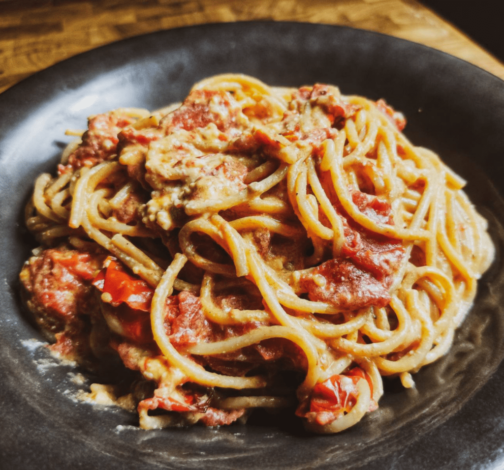 tiktok Pasta : Μακαρόνια με φέτα και ντοματίνια στο φούρνο_