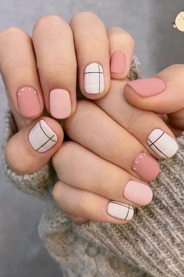 ροζ_και_μπεζ_νύχια_με_σχέδια_