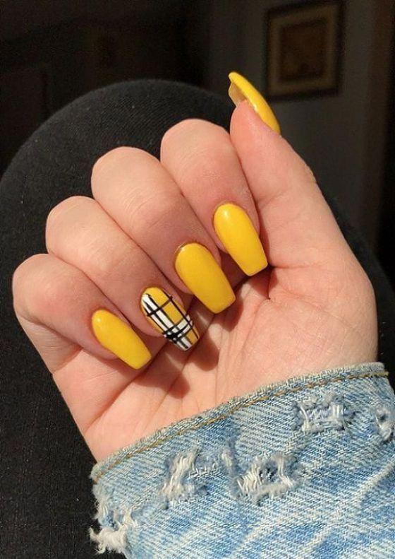 κίτρινα_νύχια_με_σχέδια_