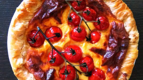 Τάρτα με φύλλο κρούστας, τυριά και ντοματίνια_