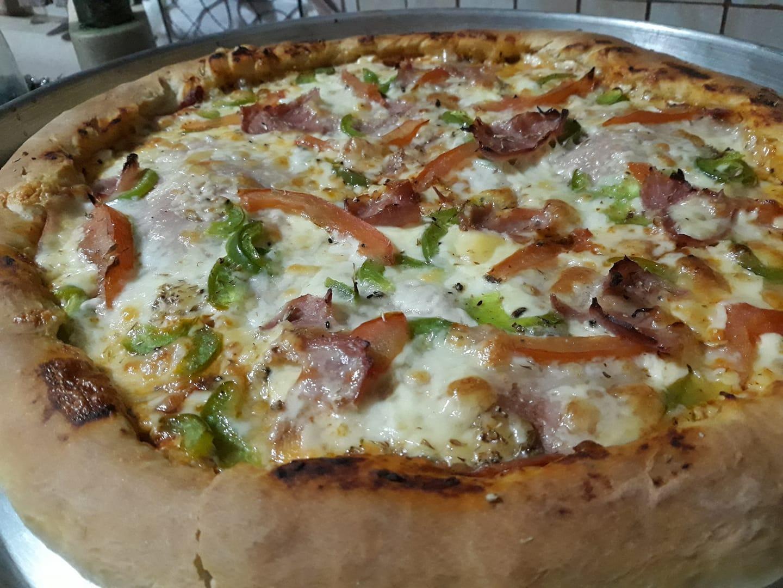 Πίτσα_ με Φιλαδέλφεια_ στο στεφάνι_