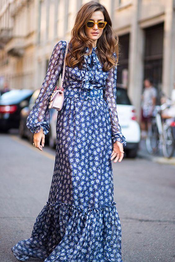 floral_ανετο _φόρεμα_μπλε_με_λευκά_λουλούδια_