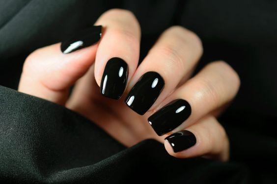 μαύρα νύχια_τάσεις_στα_νύχια_Άνοιξη_Καλοκαίρι_