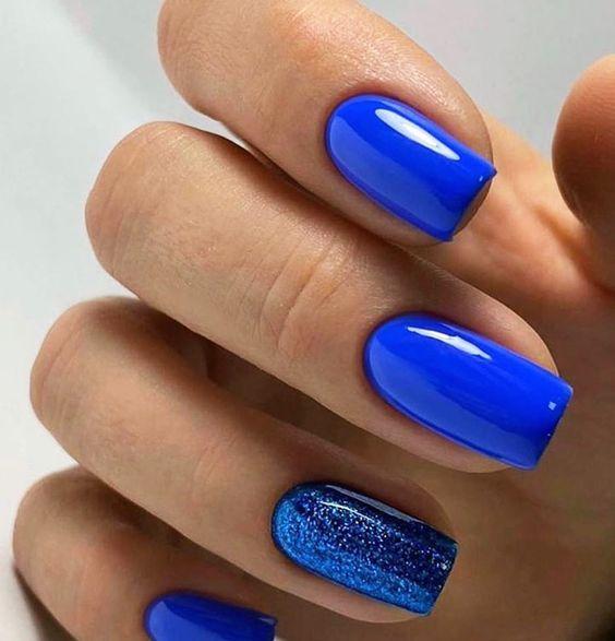 μπλε νύχια_τάσεις_στα_νύχια_Άνοιξη_Καλοκαίρι_