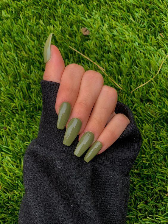 πράσινα_νύχια_τάσεις_στα_νύχια_Άνοιξη_Καλοκαίρι_