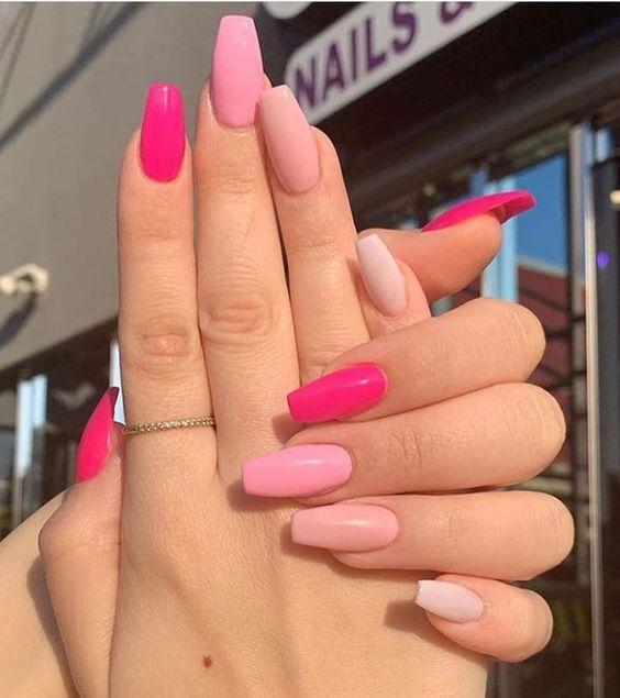 ροζ_νύχια_τάσεις_στα_νύχια_Άνοιξη_Καλοκαίρι_
