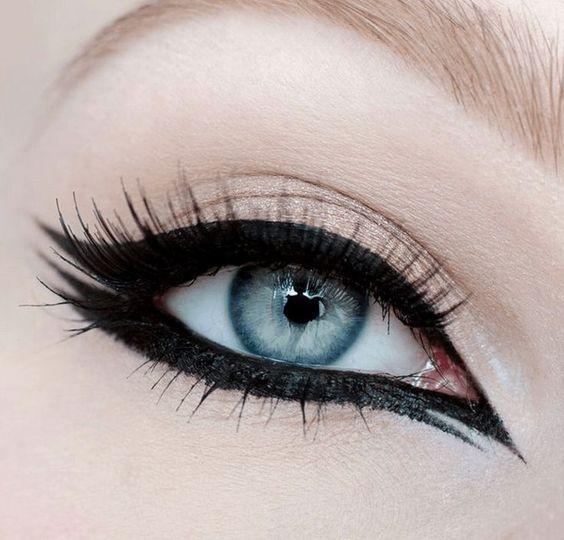 έντονες_γραμμές_eye liner_ Οι νέες τάσεις στο μακιγιάζ για την Άνοιξη-Καλοκαίρι 2021_