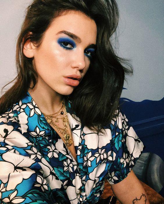 μπλε σκιά_στα_μάτια_ Οι νέες τάσεις στο μακιγιάζ για την Άνοιξη-Καλοκαίρι 2021_