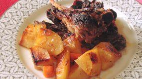 Παϊδάκια προβατίνας με πατάτες στον φούρνο_