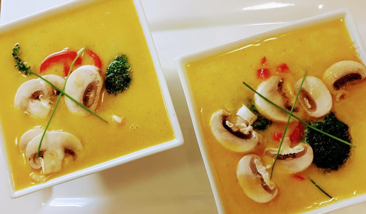 Ασιατική κοτόσουπα με γάλα καρύδας_