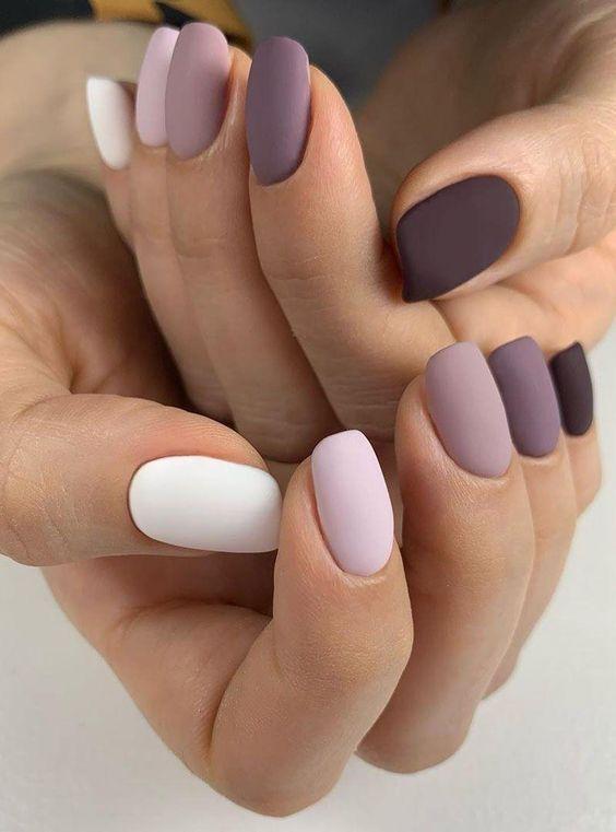 Χρωματιστά νύχια: Ιδέες για το ανοιξιάτικο μανικιούρ
