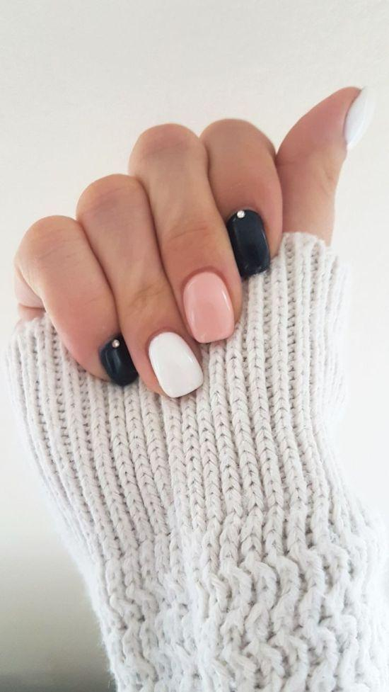 χρωματιστά νύχια_με_ροζ_λευκό_και_μαύρο_χρώμα_
