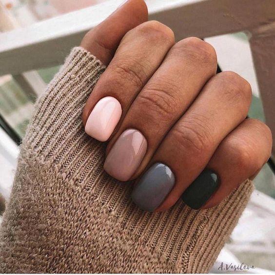 χρωματιστά νύχια_σε_ροζ_καφέ_γκρι_και_μαύρο_χρώμα_