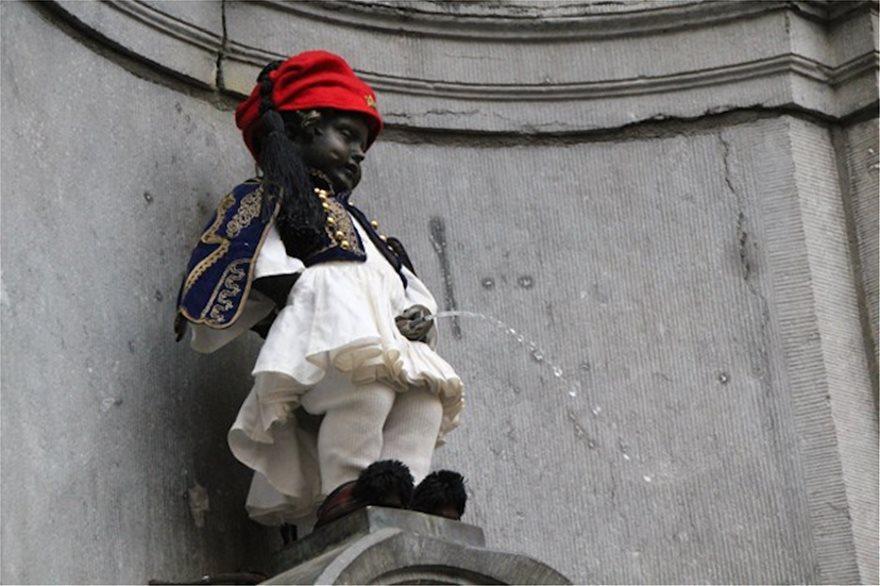 Η γαλανόλευκη παντού :Κτήρια σε όλο τον κόσμο ντύθηκαν στα γαλανόλευκα