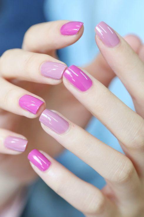 σκούρο_και_απαλό_ροζ_στα_νύχια_ Νύχια Απριλίου_