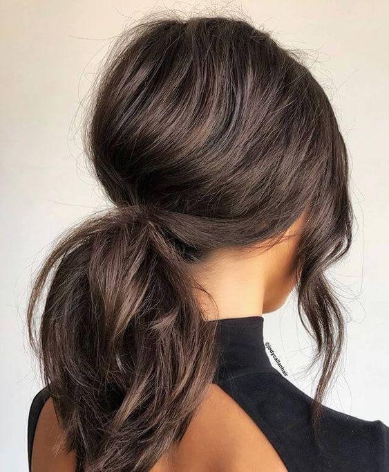 μαλλιά_με_μεσαίο μάκρος_με_κοτσίδα_