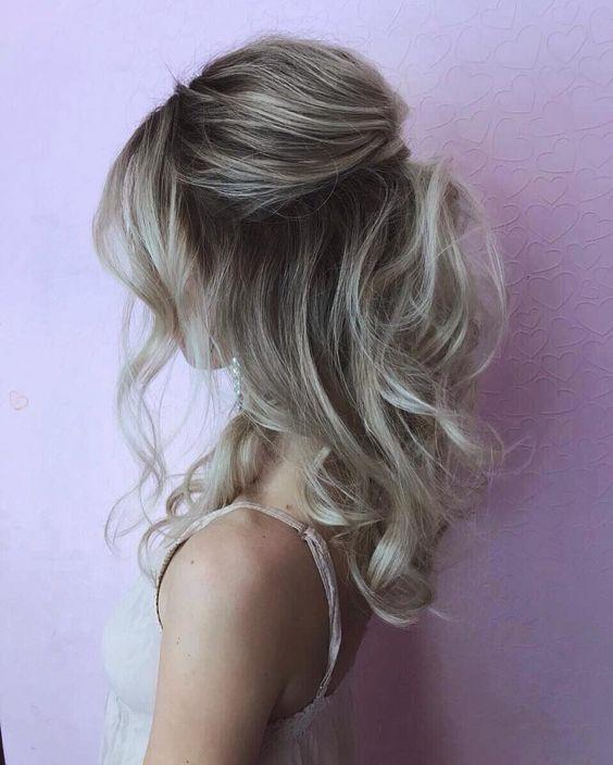 μαλλιά_με_μεσαίο μάκρος_σπαστά_μισά_πάνω_μισά_κάτω_