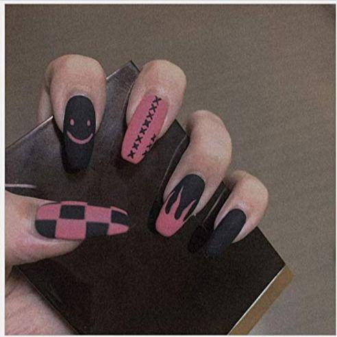 μαύρα_και_ροζ_νύχια_με_goth_σχέδια_