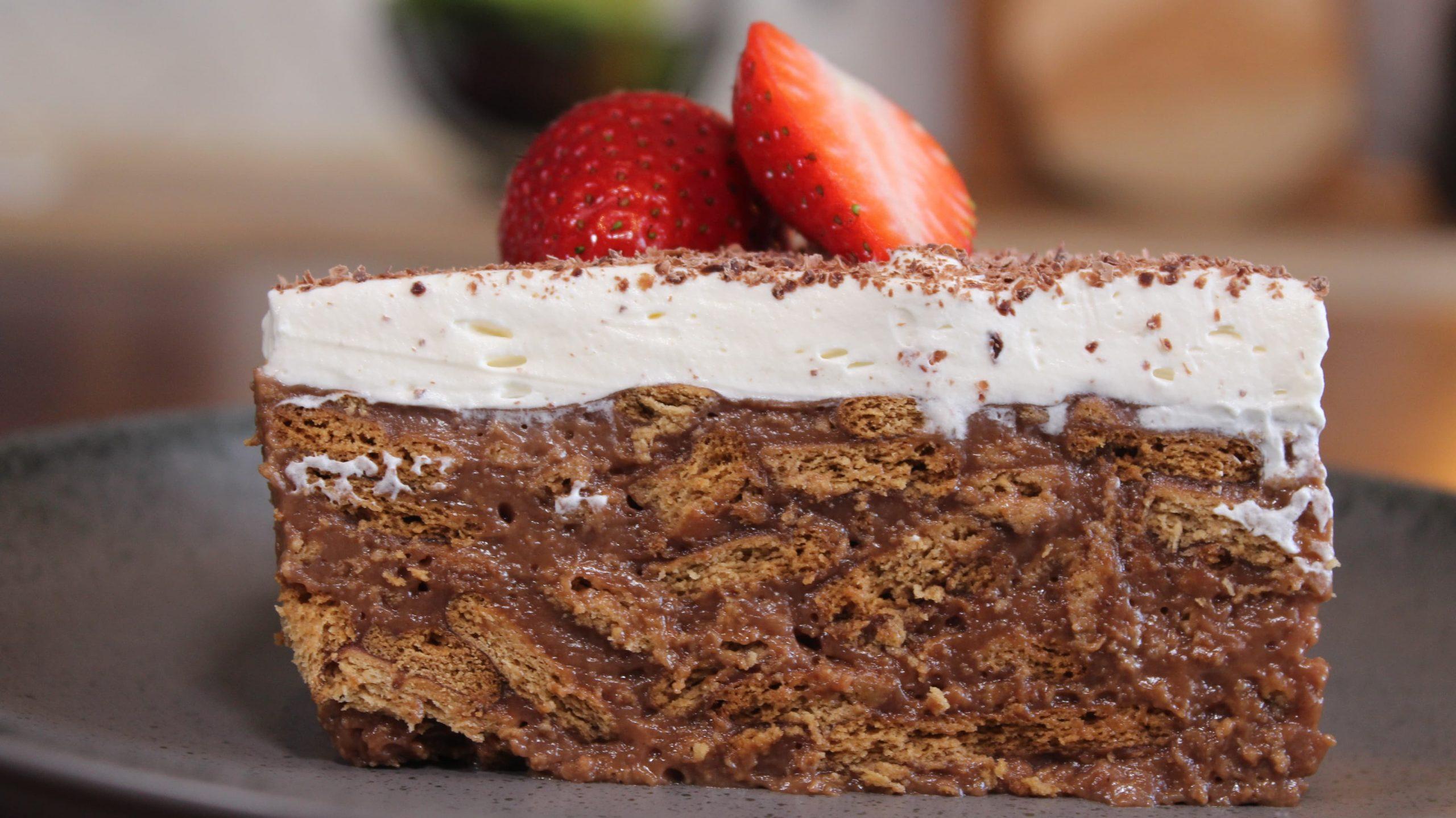 νηστίσιμη_τούρτα_κατσαρόλας_με_σοκολάτα_μπισκότο_και_σαντιγί_