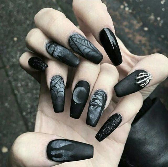 Nails goth aesthetic: Η τάση στα νύχια που έχει ξετρελάνει το Pinterest