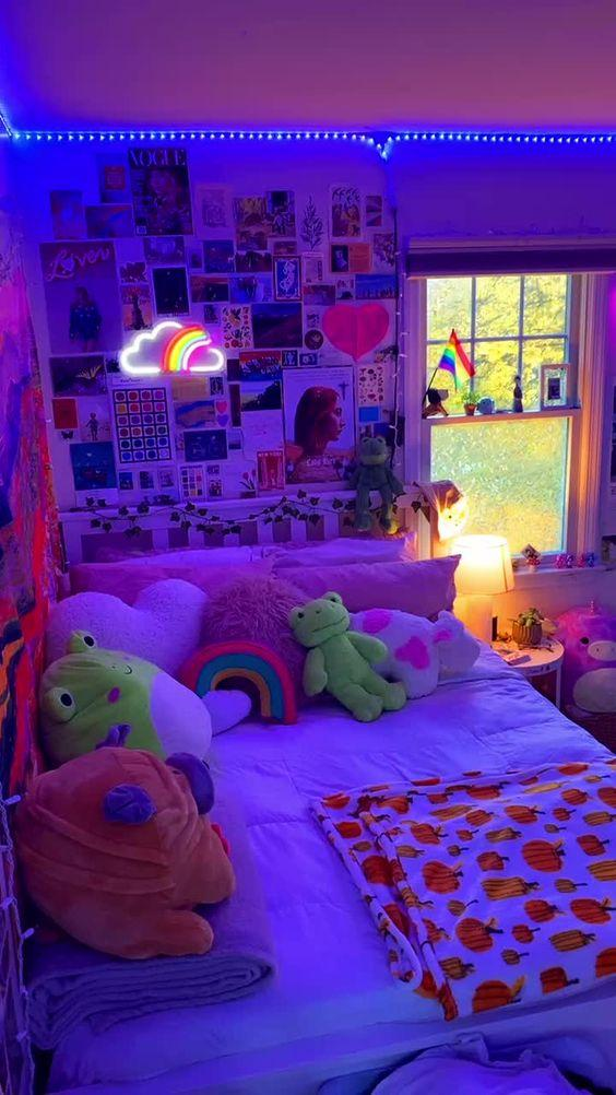 room decor aesthetic_μπλε_led_φωτάκια_και_φωτογραφίες_κολλημένες_στον_τοίχο_