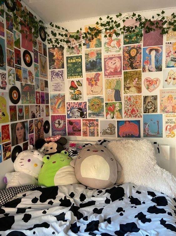 room decor aesthetic_με_φυτά εσωτερικού χώρου_και_αφίσες_