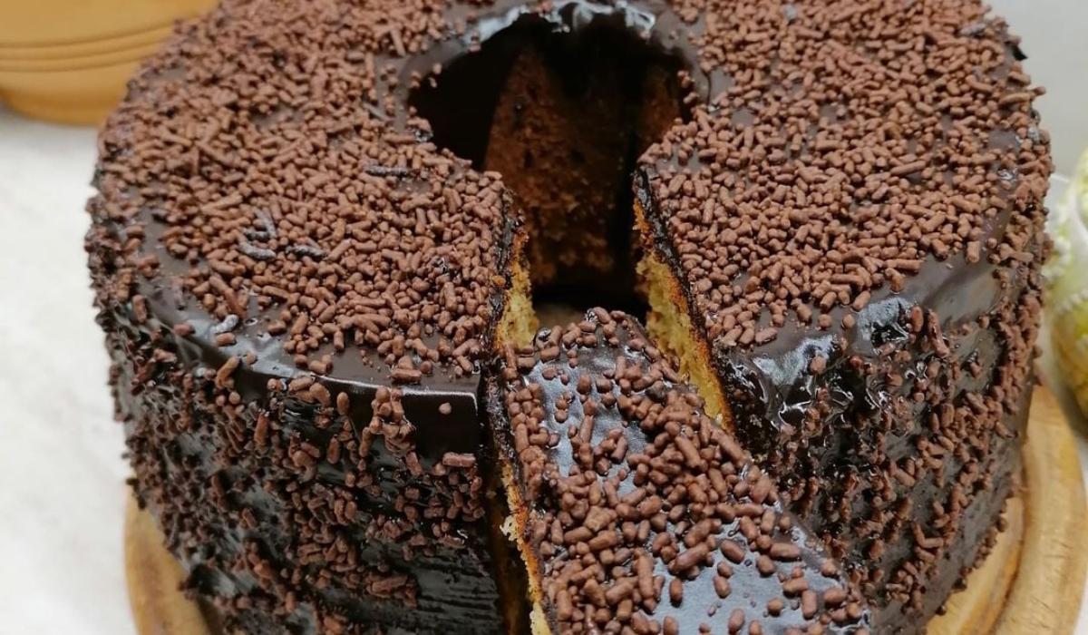 Εύκολο κέικ με επικάλυψη σοκολάτας_