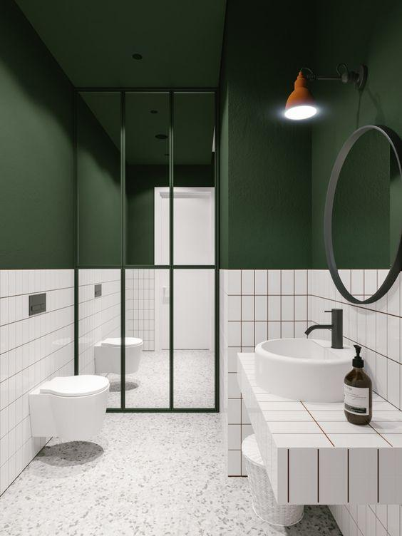 Πράσινο χρώμα στους τοίχους του μπάνιου